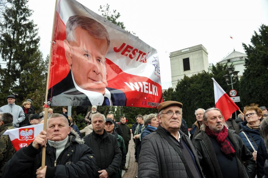 Manifestacja poparcia dla rządu