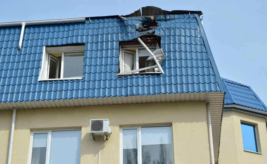 Zniszczony dach konsulatu