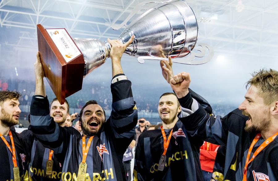 Zawodnicy Comarch Cracovii świętują zdobycie tytułu Mistrza Polski