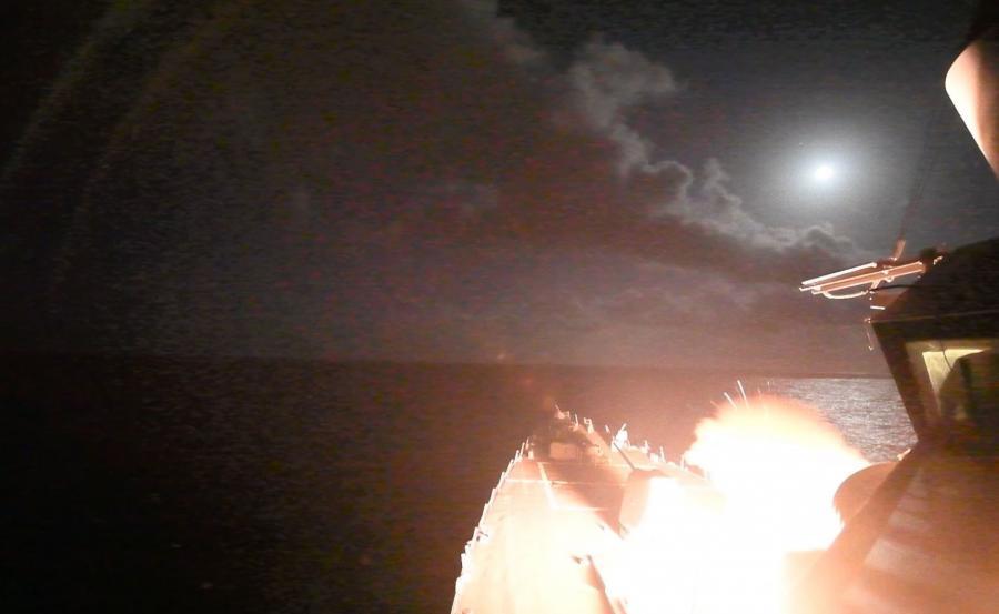 Amerykański niszczyciel odpala pociski Tomahawk
