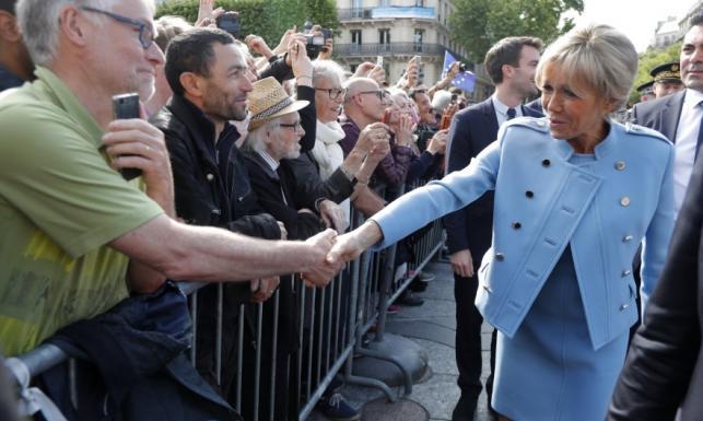 Prezydentowa Francji gwiazdą zaprzysiężenia męża. Wyglądała lepiej, niż jej córka i synowa! FOTO