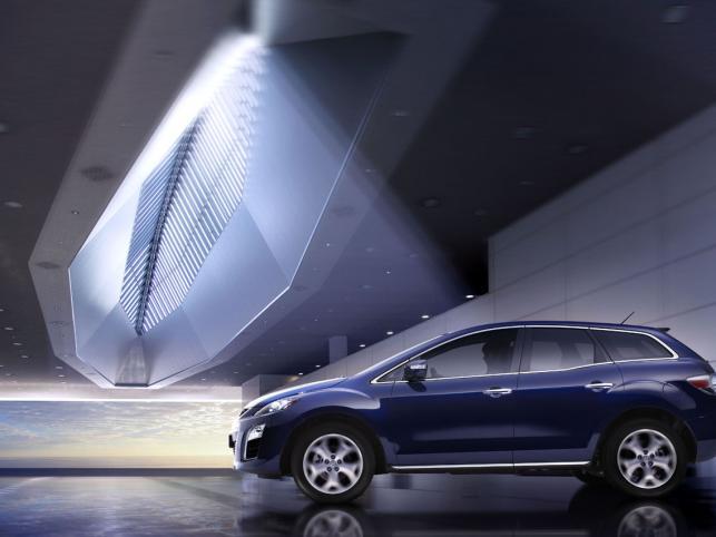 W odświeżonej CX-7 pojawił się nowy systemmonitorowania tyłu pojazdu(RVM) i układ włączający światła ostrzegawcze (ESS)