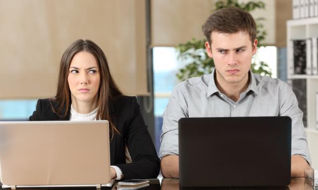Dlaczego niektórzy mężczyźni źle znoszą sukcesy zawodowe kobiet i jak sobie z tym radzić?