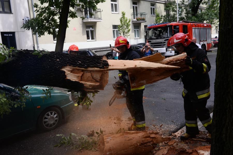 Skutki burzy nad Warszawą