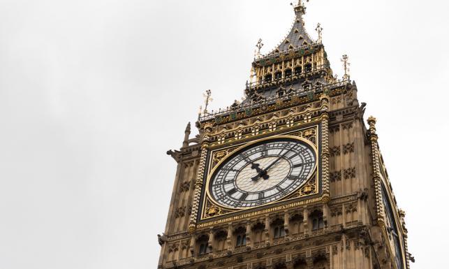 8562d023ea4a5 Od instalacji w 1859 roku, ważący 13,7 tony dzwon wieńczący 96-metrową  wieżę rozbrzmiewa co godzinę i stał się jednym z najbardziej  rozpoznawalnych symboli ...