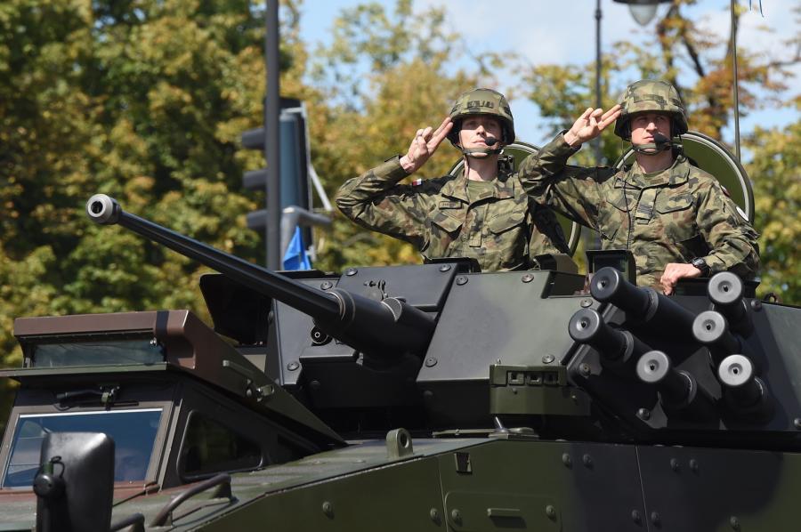 Defilada pojazdów wojskowych