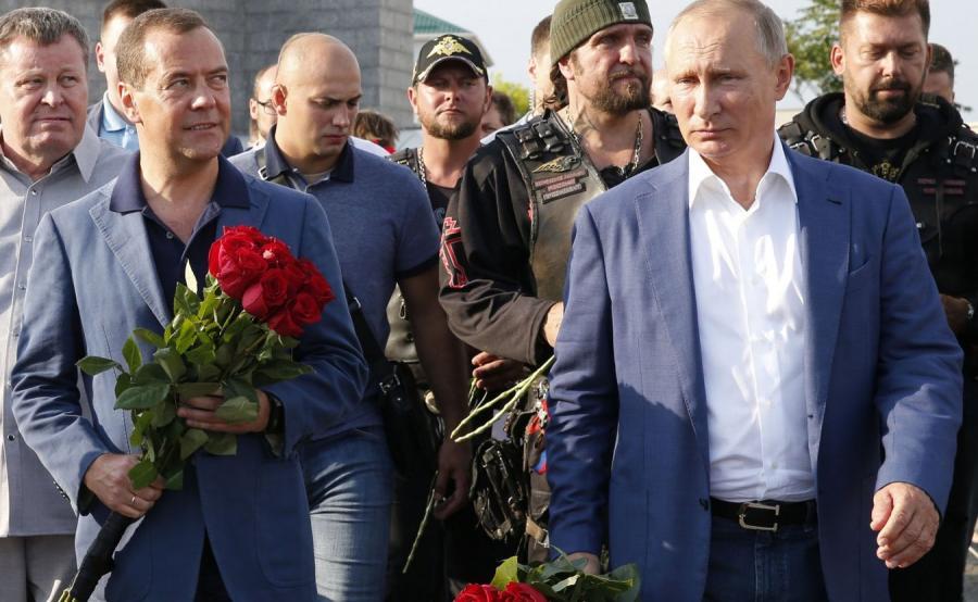 Dmitrij Miedwiediew i Władimir Putin z wizytą w Sewastopolu na Krymie