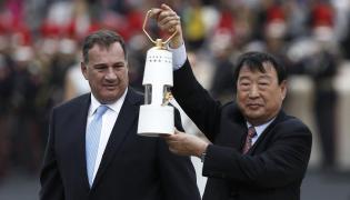 Grecy przekazali we wtorek organizatorom zimowych igrzysk w Pjongczangu ogień olimpijski