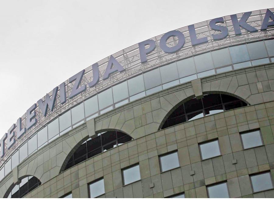 Telewizja Polska płaci dyrektorom podwójnie