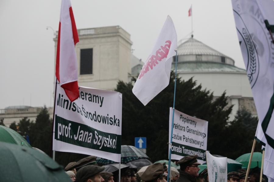 Zwolennicy Szyszki przed Sejmem