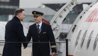 Andrzej Duda wsiada na pokład samolotu