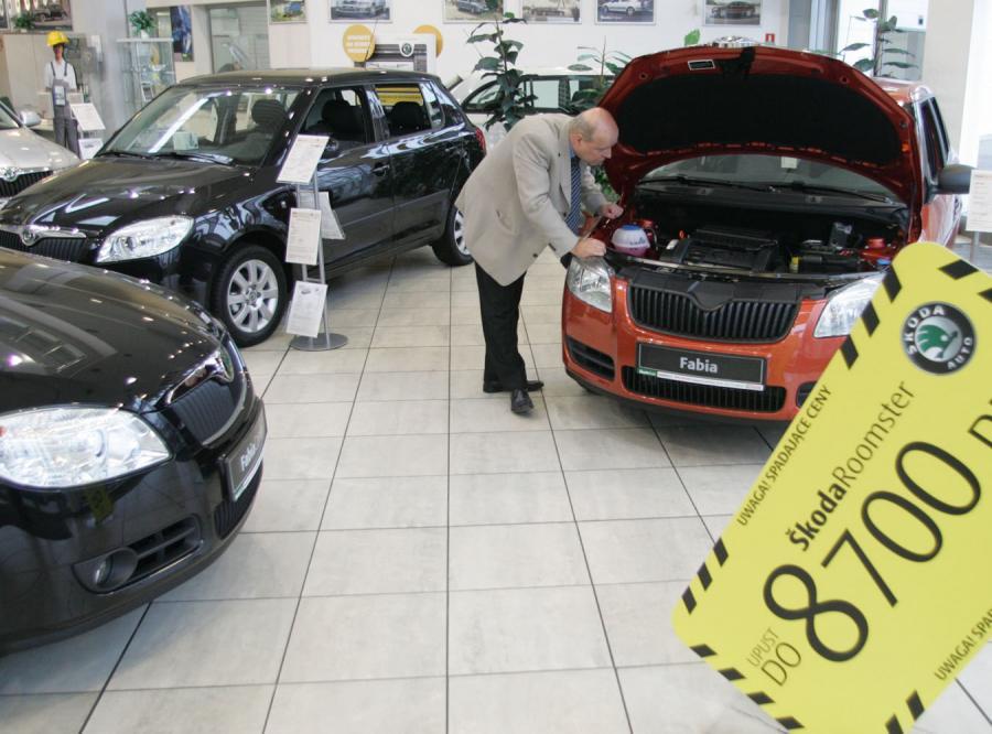 Spada sprzedaż samochodów w Polsce