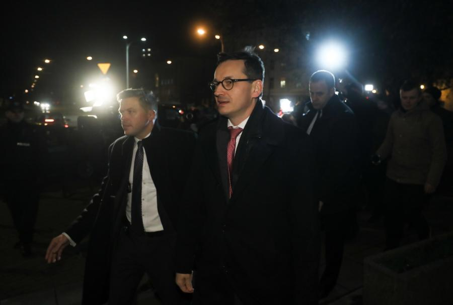 Premier Mateusz Morawiecki w drodze na spotkanie kierownictwa PiS