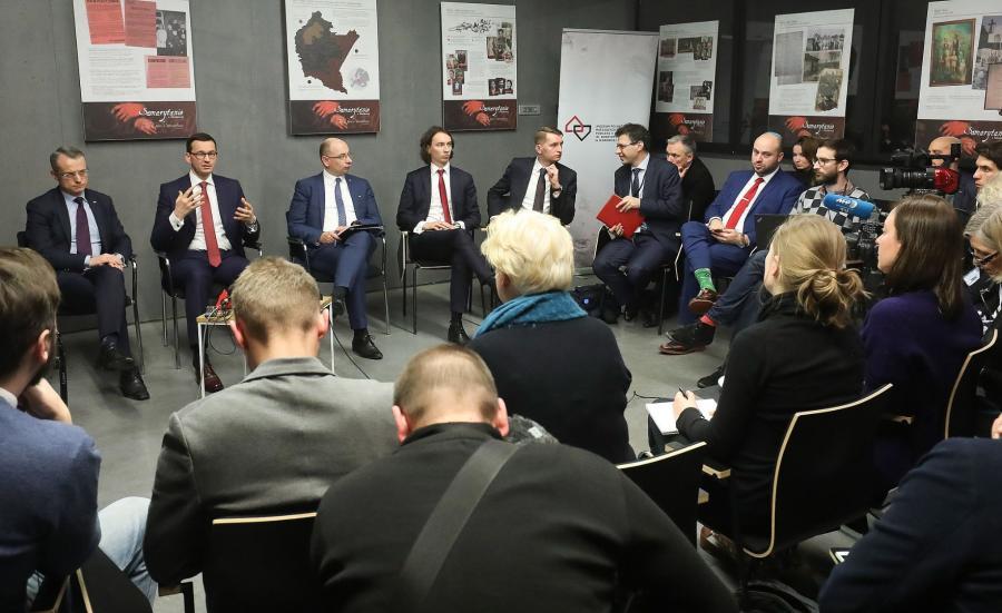 Premier na spotkaniu z dziennikarzami