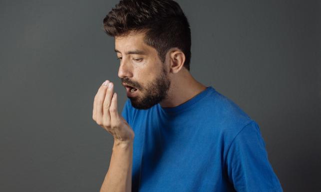 Pożegnaj nieprzyjemny zapach z ust. Skuteczne rady i sposoby