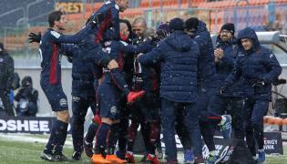 Zawodnicy Pogoni Szczecin cieszą sie z bramki strzelonej podczas meczu z Bruk-Bet Termaliką Nieciecza