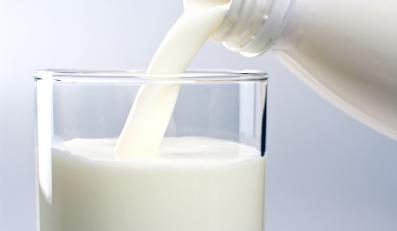 Unia dołoży miliony producentom mleka