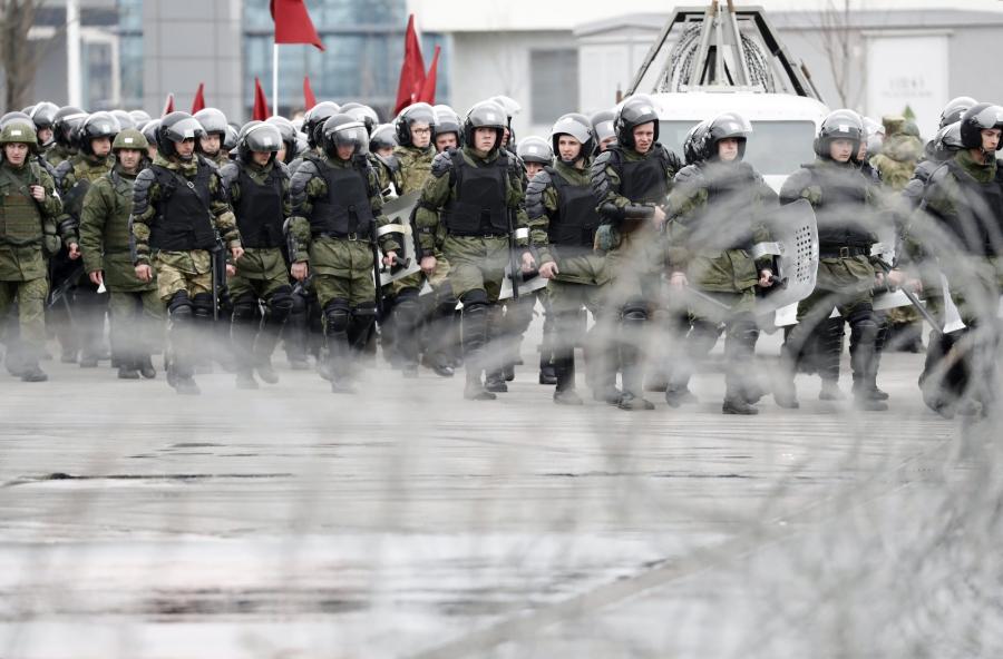 Rosyjska policja ćwiczy przed mundialem walkę z piłkarskimi chuliganami