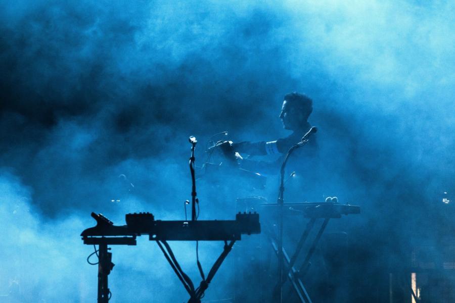 Massive Attack to najważniejszy przedstawiciel trip-hopu, właściwie zespół budujący ten gatunek, ale także jeden z najistotniejszych zespołów sceny elektronicznej w ogóle.