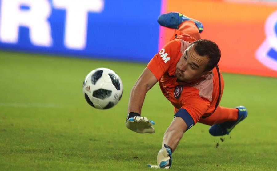 Bramkarz mołdawskiej drużyny FC Zaria Balti Vladimir Livsit podczas meczu pierwszej rundy kwalifikacyjnej piłkarskiej Ligi Europejskiej UEFA z Gónikiem Zabrze