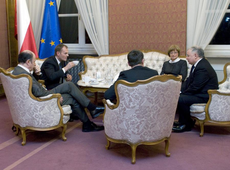 Czy kryzys pogodzi Tuska z Kaczyńskim?