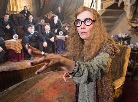 Harry Potter i Zakon Feniksa EMMA THOMPSON as Sybill Trelawney in Warner Bros. Pictures\' fantasy \