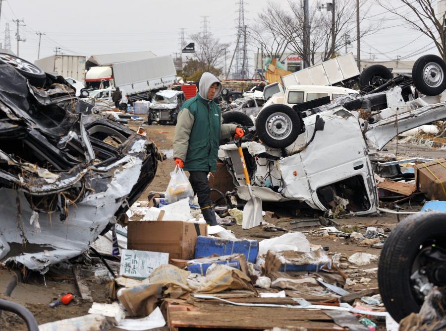 Wraki samochodów w mieście Tagajo w prefekturze Miyagi