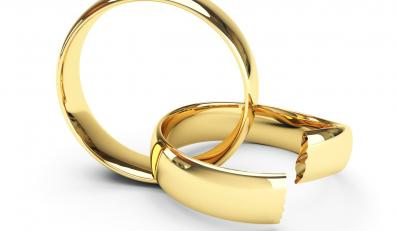Coraz częściej rozwodzący się partnerzy chcą również unieważnienia ślubu kościelnego.