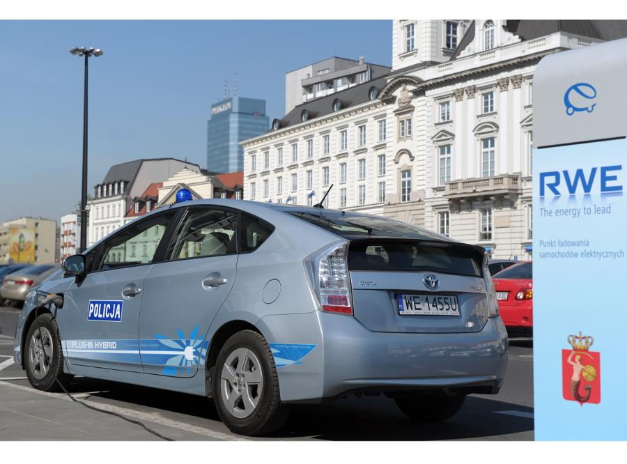 Toyota udostępniła Komendzie Stołecznej Policji unikalny egzemplarz modelu Prius Plug In do patrolowania ulic Starego Miasta.