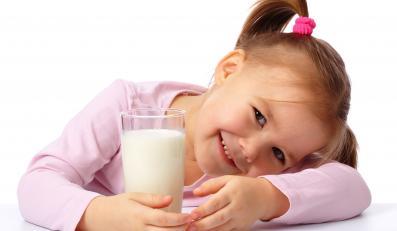 """Z programu """"Szklanka mleka"""" ma skorzystać ok. 2,24 mln uczniów"""