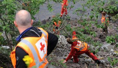 Ratownicy przeszukją wyspę Utoya