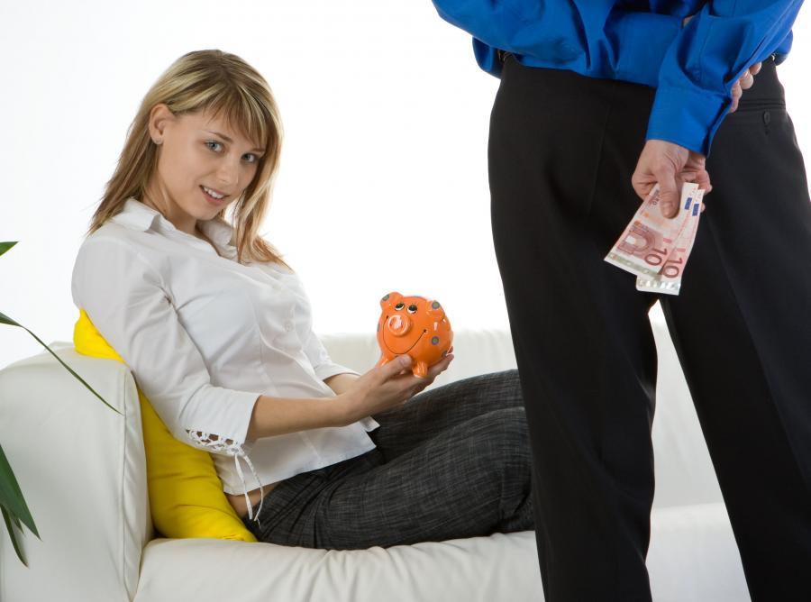 Tylko małżonkowie są obowiązani do wspólnego pożycia, wzajemnej pomocy i wierności. Po rozwodzie obowiązki te ustają