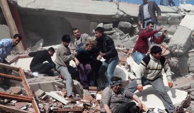 Trzęsienie ziemi w Turcji. Ponad 200 zabitych, blisko 1100 rannych