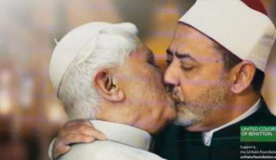 Papież całujący immama - zdjęcie wycofane z kampanii reklamowej marki Benetton.