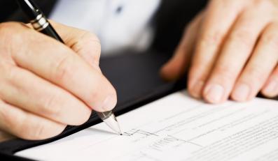 Składanie podpisu pod umową