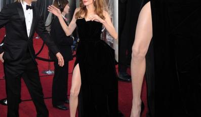Noga Jolie gwiazdą Oscarów. Angelina Jolie i Brad Pitt na rozdaniu Oscarów 2012
