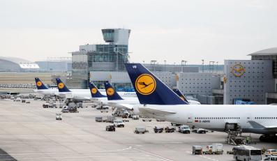 lotnisko frankfurt lufthansa samolot