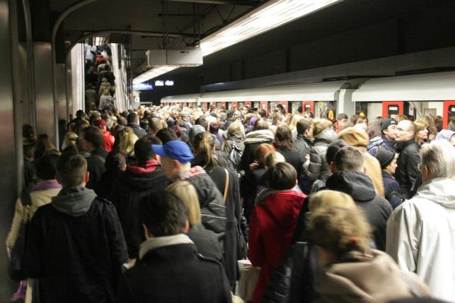 Komunikacyjne problemy w Warszawie po zamknięciu stacji Świętokrzyska