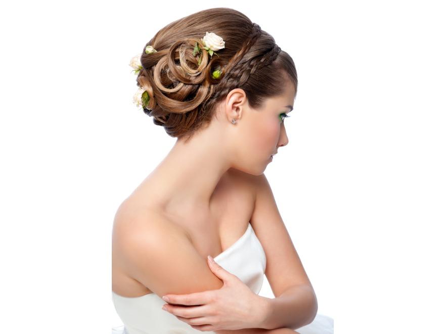 Piękna w dniu ślubu - najmodniejsze fryzury ślubne 2012