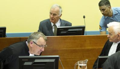Ratko Mladić w sali rozpraw Trybunału ONZ w Hadze