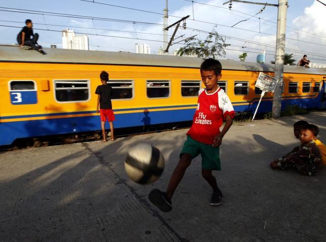 Mali piłkarze ze slumsów Dżakarty
