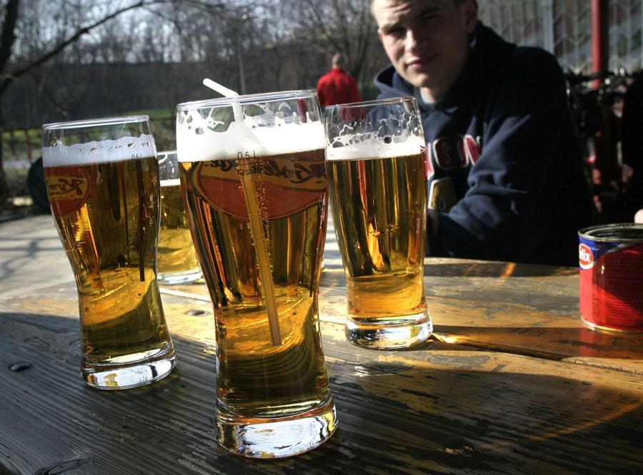 Mamy kryzys. Polacy piją coraz mniej piwa