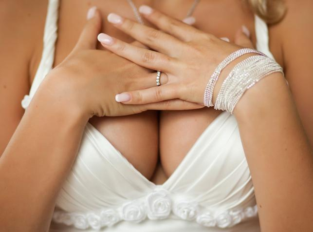 """Kobiece piersi """"przeżywają"""" podniecenie wraz ze swoją właścicielką"""