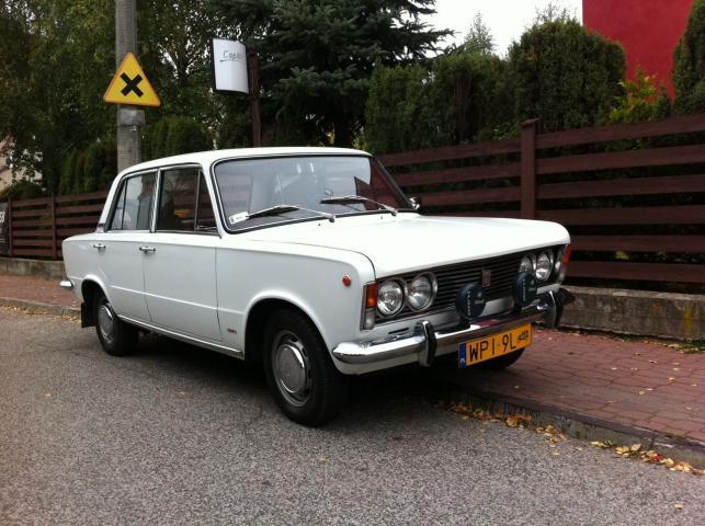 """Fiat 125p należący do Piotra Burcharda, dziennikarza magazynu """"Auto Świat Classic"""""""