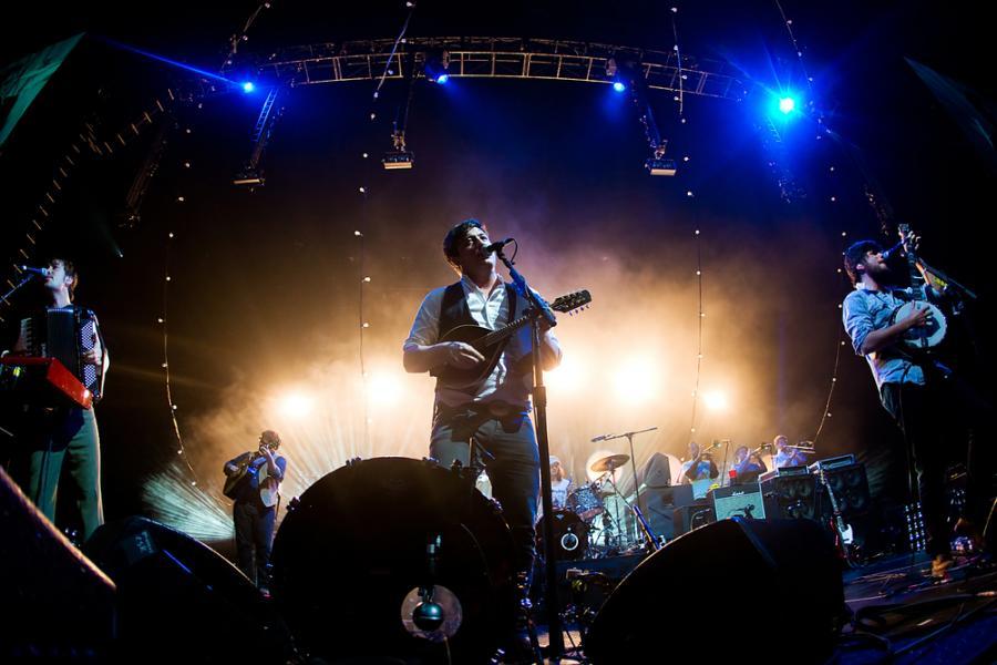 Liam Gallagher ostro o Mumford & Sons