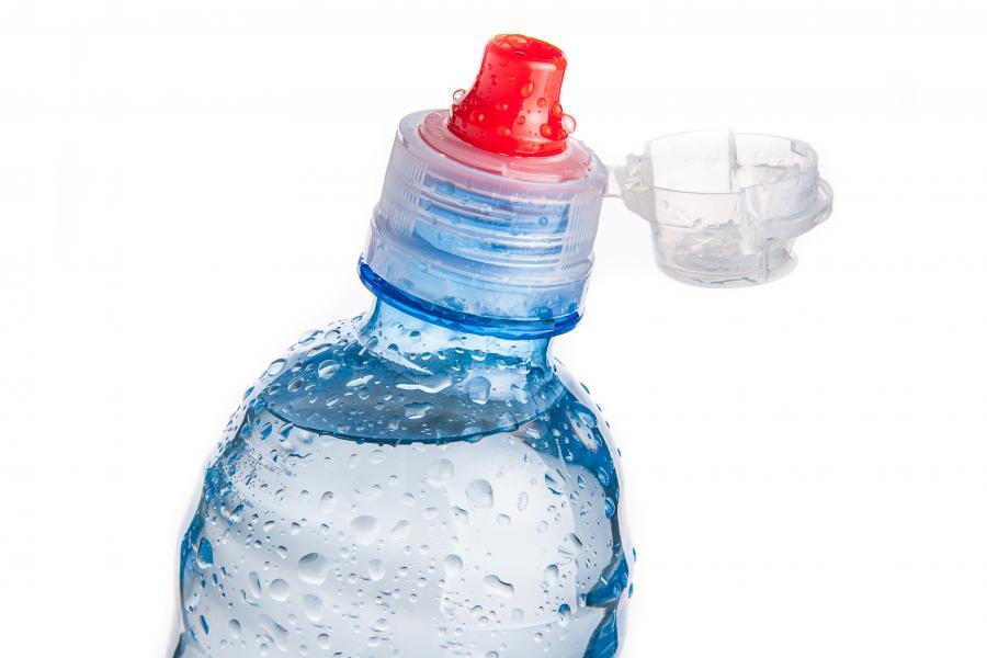 Nieznana substancja znajdowała się w plastikowej butelce