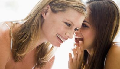 """Powód nr 1: przyjaciółki zabierają kobietom czas i spędzają go w """"mało produktywny"""" sposób, np. na plotkowaniu"""