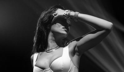 """Rihanna podczas koncetu w Toronto w ramach trasy """"777"""""""