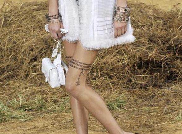 Kto Wytatuował Sobie Seksowną Podwiązkę Moda Trendy Pokazy