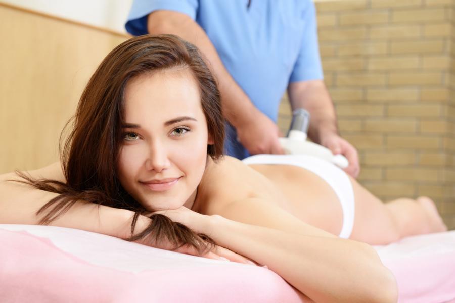 Kobieta w salonie odnowy biologicznej